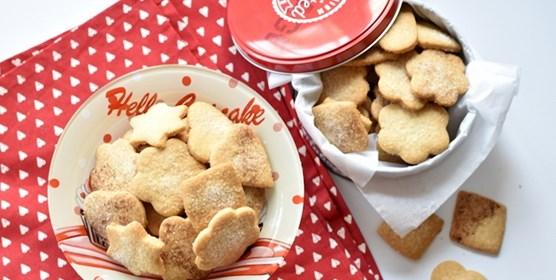 עוגיות סבתא מצופות סוכר וקינמון